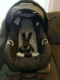 Graco infant car seat and base Barrie, L4M 2W5