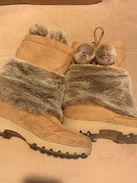 Pair of brown suede and fur boots Baltimore, 21236