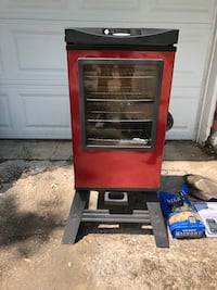 "Masterbuilt 30"" electric smoker w/ remote control Blue Springs, 64014"
