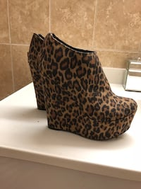 Size 5 - wedge heel booties-Reduced price Montréal, H3V 1B4