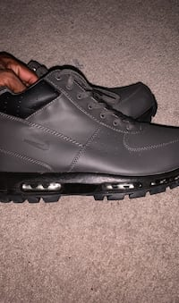 Grey nike boots size 13 never worn Columbia, 21046