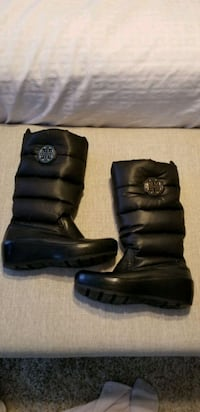 Authentic Tory Burch Puffer Boots size 8.5 Guelph