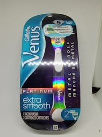 white and teal Gillette Venus shaver pack