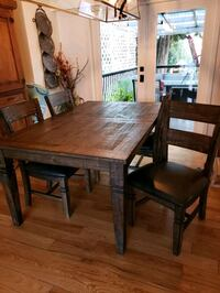 Beautiful dining table Vancouver, V6G 2S3