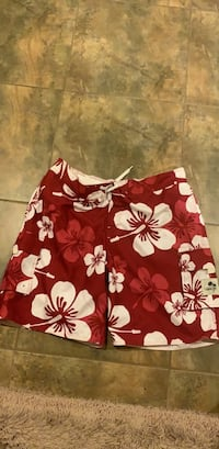 red and white floral print shorts 萨里, V4N 0B7