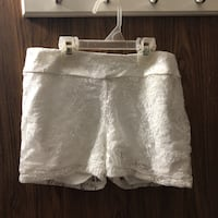 White floral lace shorts New York, 10454