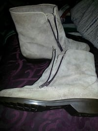 Nice lady's boots size 6 1/2.