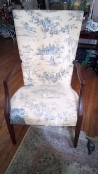 Nice wooden frame chair made by Hickory co. Burke, 22015
