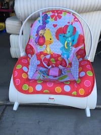baby's white and pink bouncer 拉斯维加斯, 89139