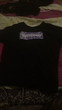 black and pink crew-neck shirt Brampton, L6V 3T2