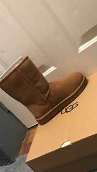 unpaired brown UGG boot with box