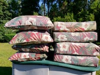 8 red & green patio pillow cushions Navarre, 32566