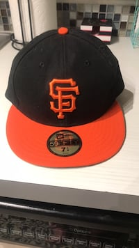 Brand new San FRANCISCO GIANTS HAT, never been worn. Purchased at the park. Just a little small for my big head it's a new era 59 Fifty 7 1/4 Mission Viejo, 92692