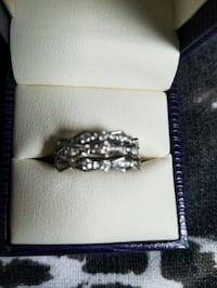 14k white gold ring with 1.00ctw diamonds !