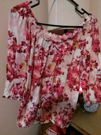 white and red floral scoop-neck shirt Kendallville, 46755