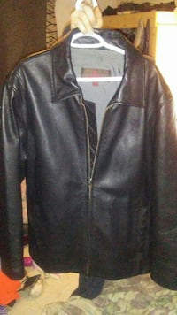 men's XL black leather jacket Kamloops, V2B 1N3