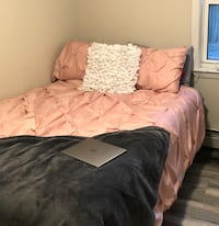 Full/ queen light pink comforter and two pink shams Boston