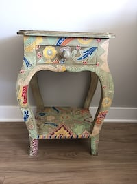 Artistic, beautifully hand painted side table Downers Grove, 60515