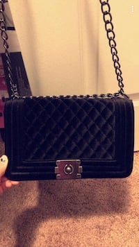quilted black leather crossbody bag Sterling Heights, 48314