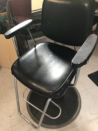 Retro Hairstylist chair  Montréal, H4L 1A1