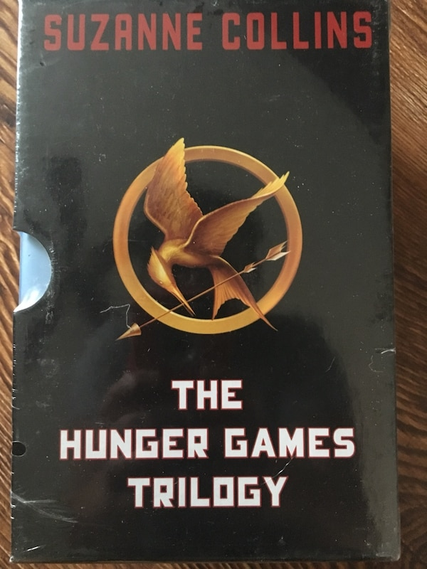 The Hunger Games by Suzanne Collins book