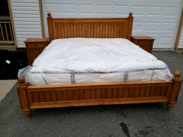 SOLID WOOD KING BED WITH FREE BRAND NEW MATTRESS