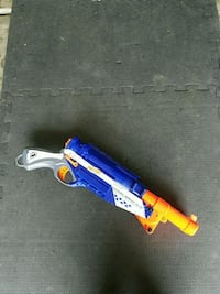 Nerf gun blaster with darts