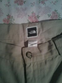 mens beige northface short sz 36 Winnipeg, R2X 2A4