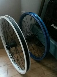 two gray bicycle wheel with tires
