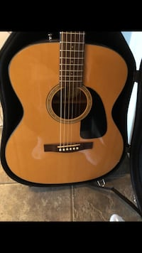 Acoustic Fender with case