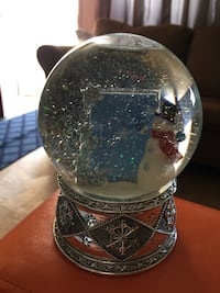 Musical snow globe7 inches tall by 15 in on globe Bakersfield, 93309