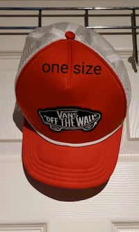 """Van's """"off the wall"""" hat red"""