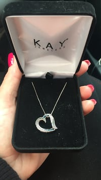 silver heart pendant necklace in box Las Vegas, 89129