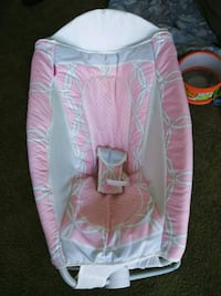 baby's pink and white bouncer Merced, 95341