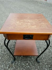 2 end tables Dunnville, N1A 2R8