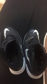 pair of black Nike low-top sneakers Eugene, 97404