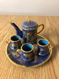 Miniature tea set. Toronto, M9W 2W2
