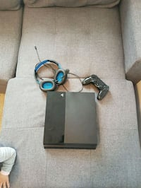 Ps4 1st gen 500Gb perfect condition Montreal