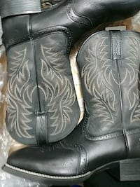pair of black leather r-toe cowboy boots Prineville, 97754