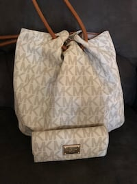 Women's white and gray leather michael kors tote bag with wristlet