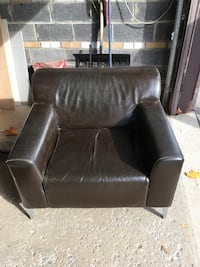 Leather Chair  Mississauga, L4Y 3G7