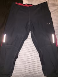 Pink and black nike cropped leggings Barrie, L4N 6V2