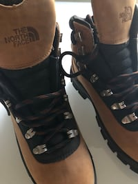 New! NORTH FACE Size 5 Hiking Boots