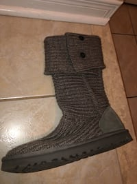 Grey knitted uggs  Burlington, L7L 6K9