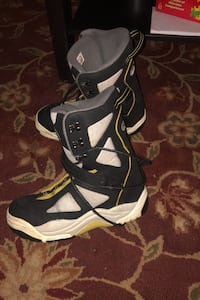 Snowboard. Bindings. Size 10 Boots.