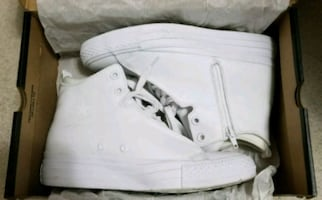 LEATHER CONVERSE (SIZE 6.5)
