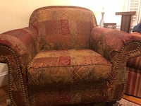 Brown and red floral fabric loveseat Washington, 20012