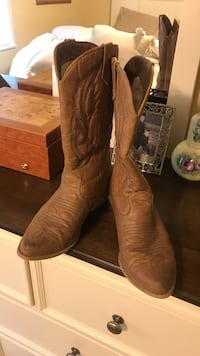 Pair of brown leather cowboy boots Candler, 28715