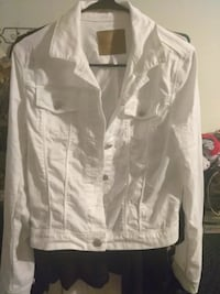 White jacket size small Bakersfield, 93305