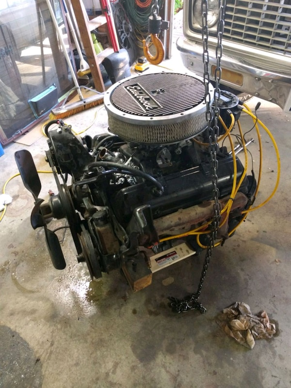 305 cubic inch V8 Small Block Chevy Engine